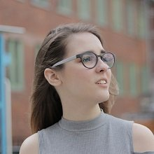 Egyedi szemüveg optikai lencsével